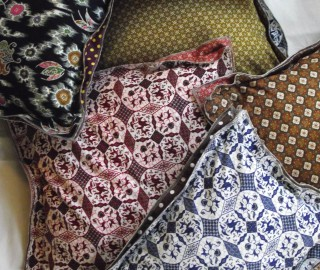 Cushions Swarm - Print Unlimited