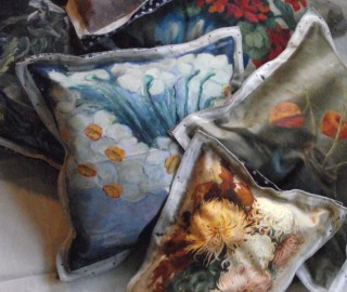 Floral Pillows Swarm - Print Unlimited